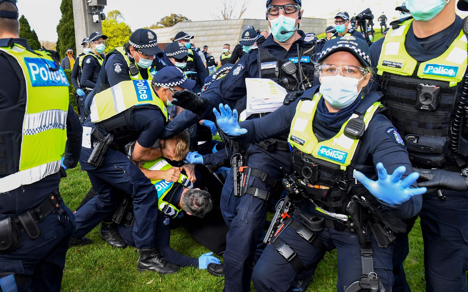 TOPSHOT-AUSTRALIA-HEALTH-VIRUS-PROTEST