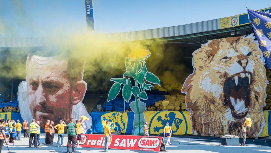 Fan-Choreografie der Braunschweig-Anhänger am 33. Spieltag
