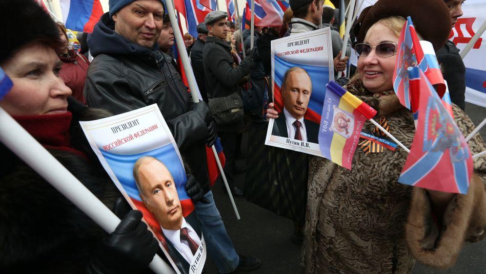 Pro-Kreml-Demo 2015 in der russischen Hauptstadt: Putin-Fans gibt es in Moskau - aber nicht nur dort.