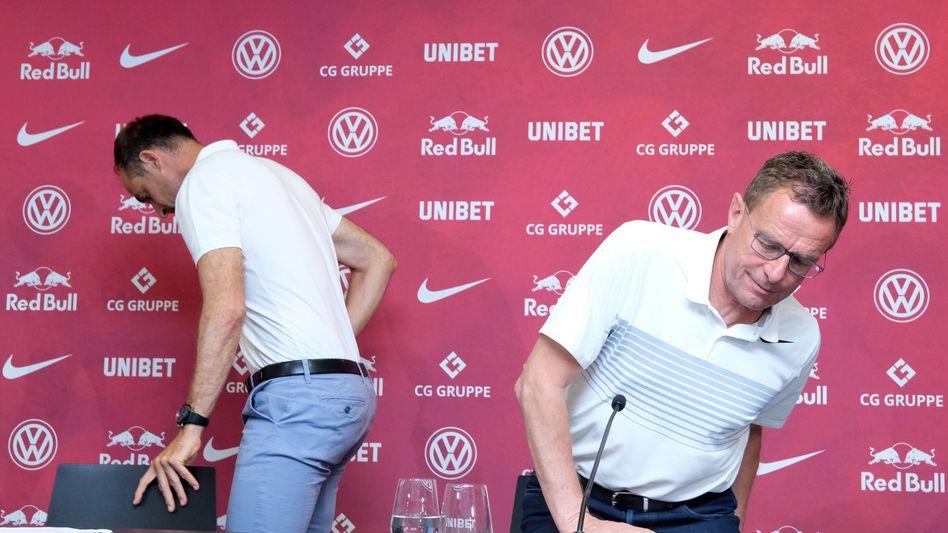 Bewegte Zeiten in Leipzig: Erst verabschiedete sich Ralf Rangnick (r.), jetzt scheitert die Kooperation mit Paderborn