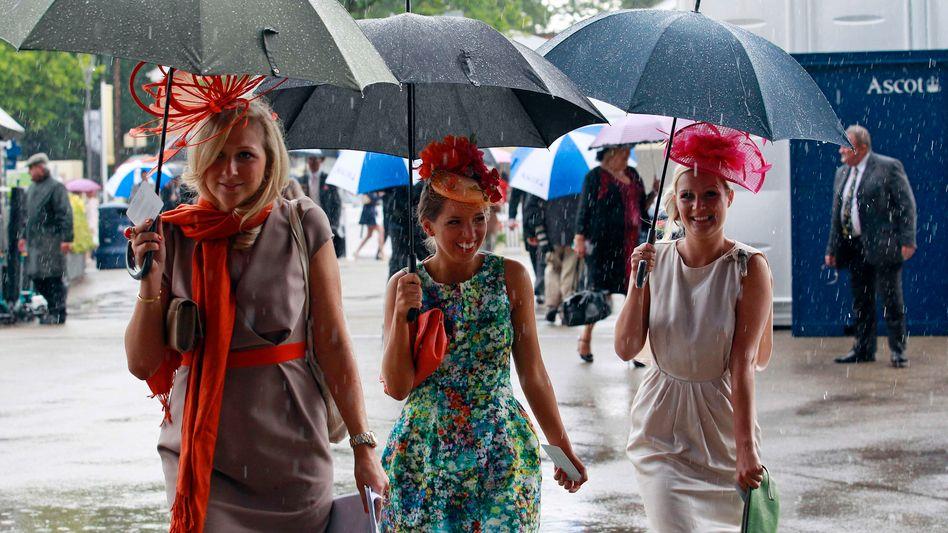 Regen in Ascot, da rennen nicht nur die Pferde