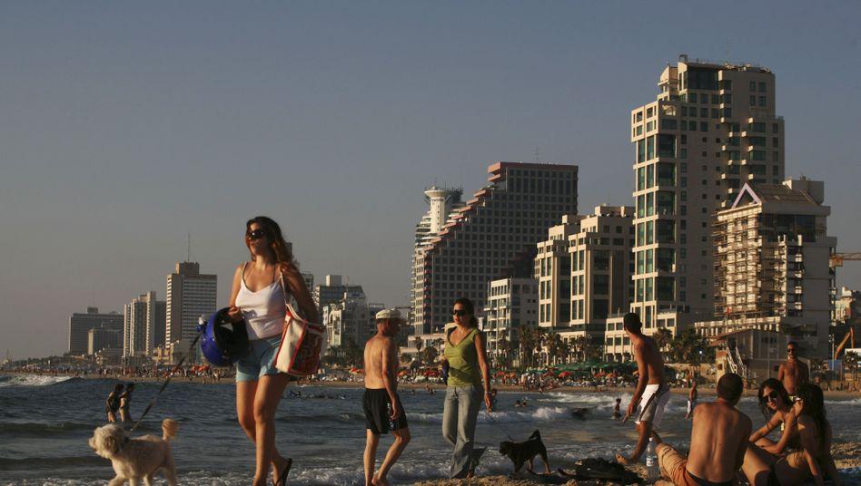 """Junge Israelis am Strand von Tel Aviv (Archivbild): """"Deutschland - keine Schande mehr"""""""