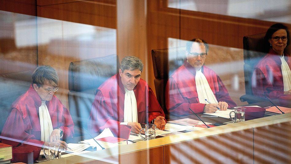 Verfassungsrichter Harbarth (2.v.l.), Kollegen