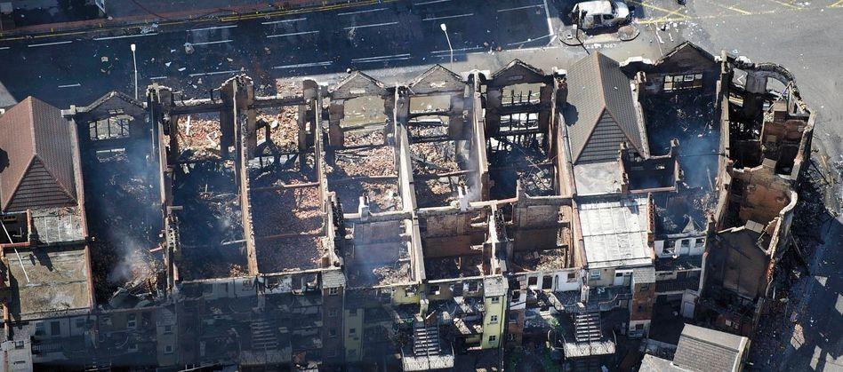 Ausgebrannte Häuserzeile im Londoner Stadtteil Croydon
