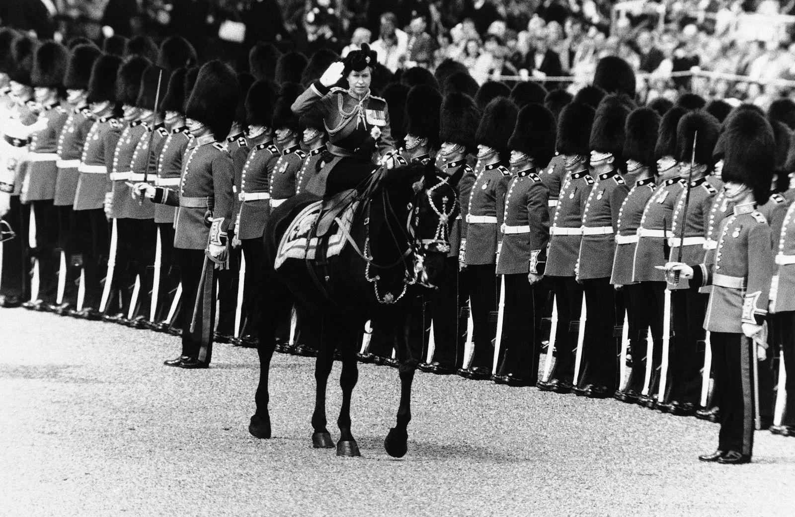 Queen Elisabeth Deutschlandbesuch/ Winken/