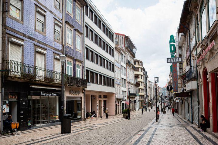 Am vergangenen Wochenende hatten die Geschäfte in der Innenstadt von Porto noch überwiegend geschlossen, nun folgen die nächsten Lockerungen