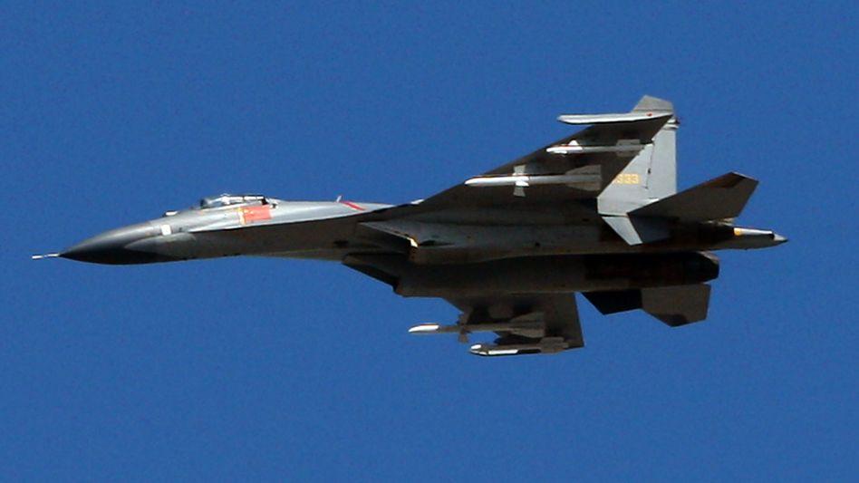 Chinesischer Militärjet: TV-Reportage über Luftwaffenmanöver