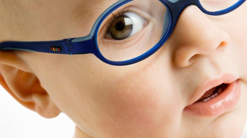 Kleiner Brillenträger: Schon bei Kleinkindern können Experten Sehfehler ermitteln