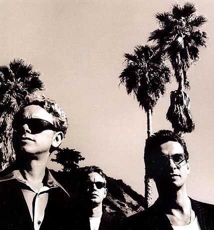Bilder der Vergangenheit: Depeche Mode in bewährter Schwarz-Weiß-Optik von Stamm-Fotograf Anton Corbijn
