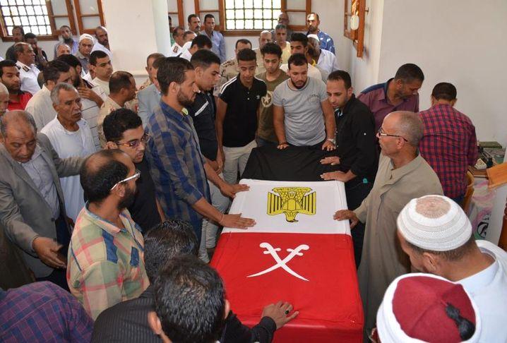 Soldatenbegräbnis nach einem Anschlag in Arisch