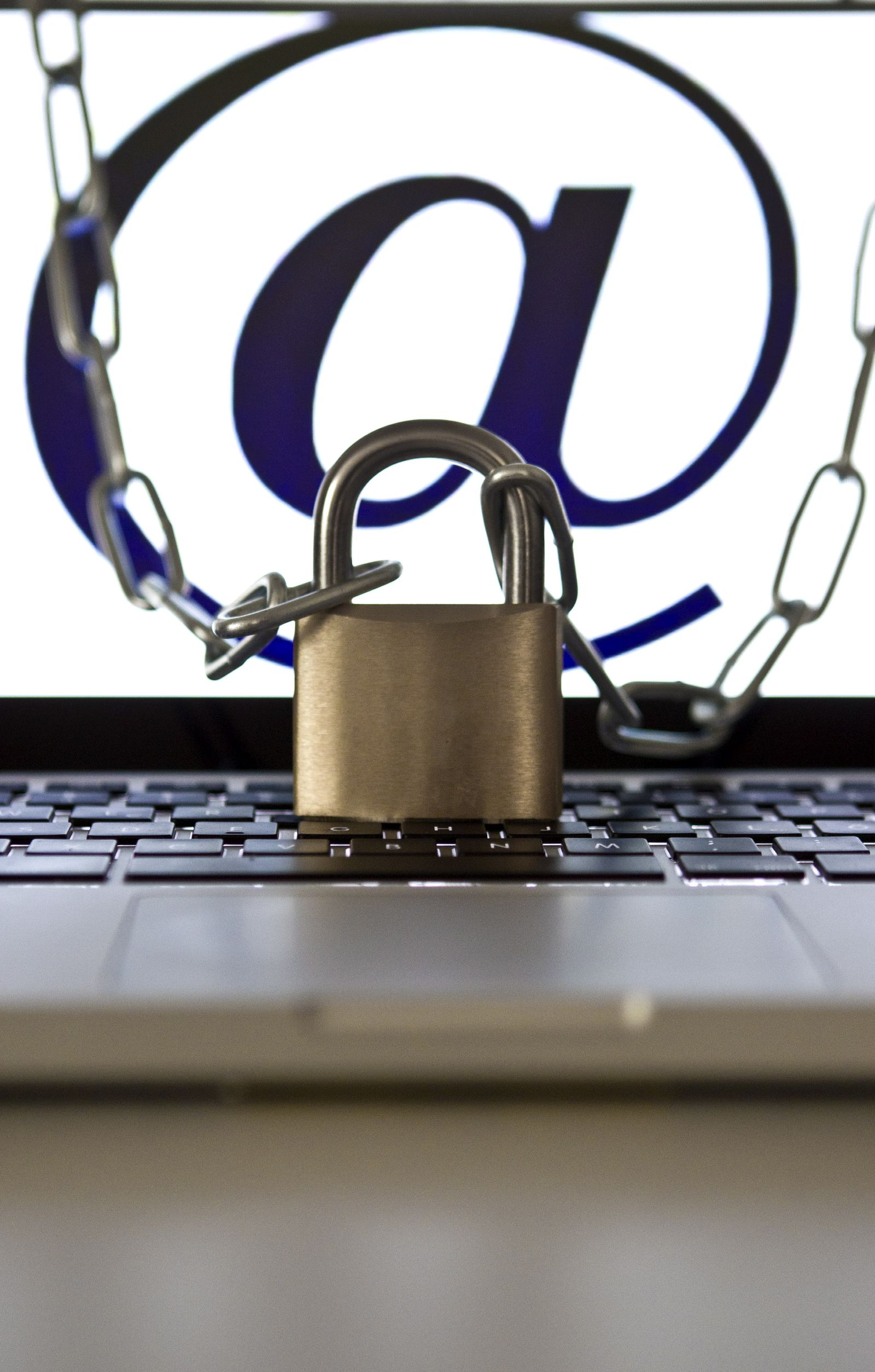 NICHT VERWENDEN Symbolbild Hacker Viren Trojaner Cyber