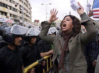 Eine Ägypterin auf einer Demonstration in Kairo