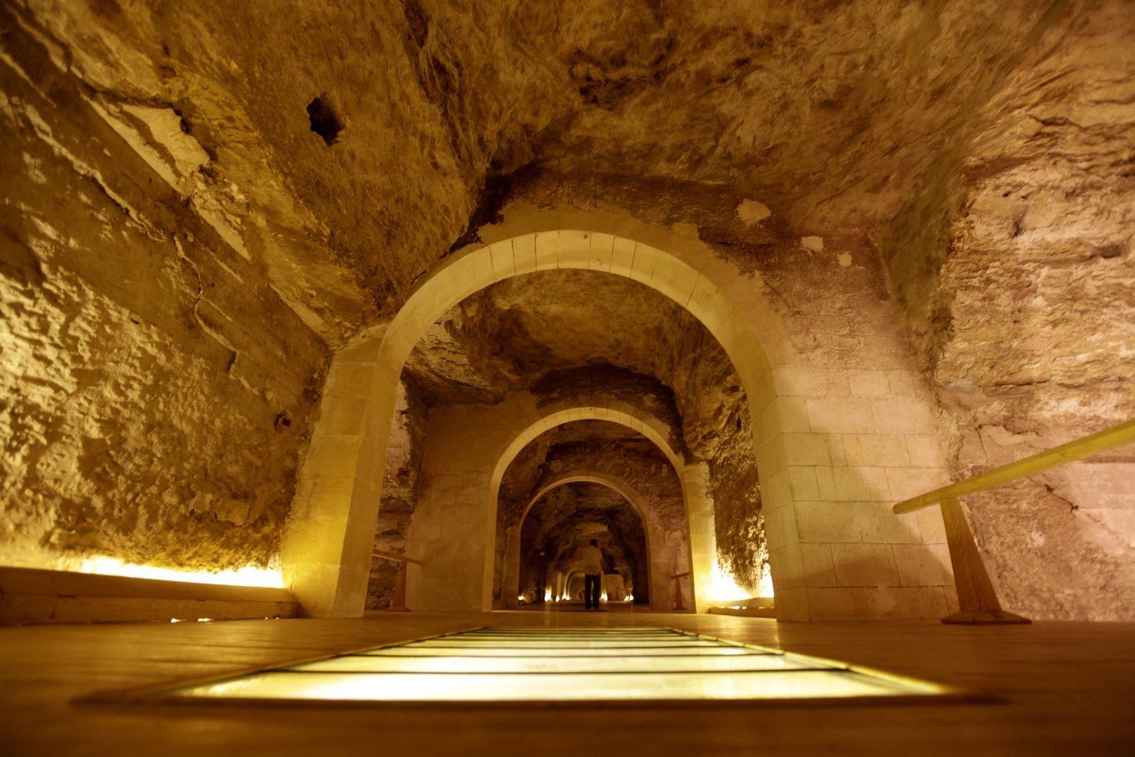 AUSGEGRABEN Stier Friedhof / Serapeum / Saqqara