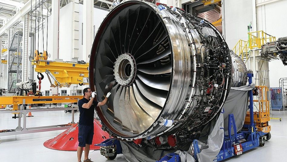 """Rolls-Royce-Fabrik im brandenburgischen Dahlewitz:""""Auf die Megatrends aufspringen"""""""