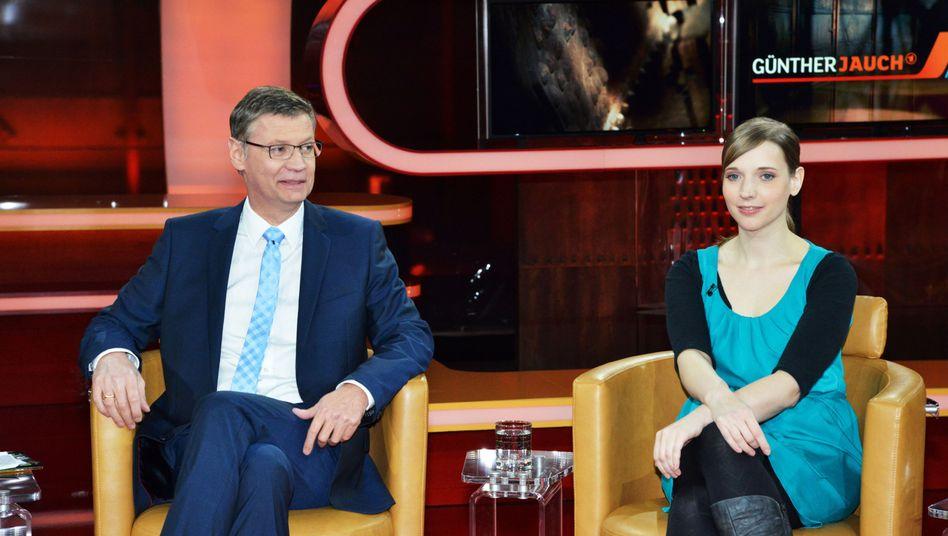 Moderator Jauch und Anne Wizorek, Initiatorin von #Aufschrei: Heilige Ernsthaftigkeit
