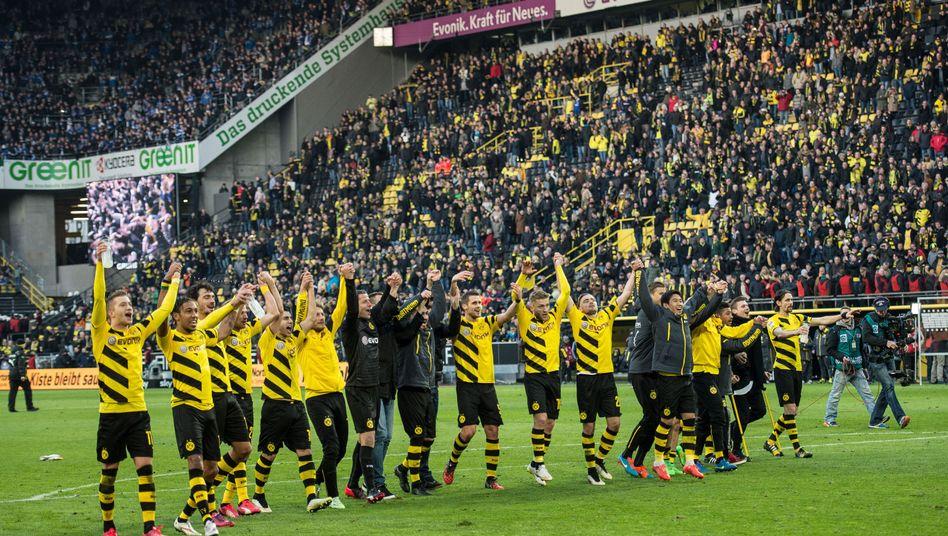 Jubelnde BVB-Profis: 13:0 Torschüsse gegen Schalke