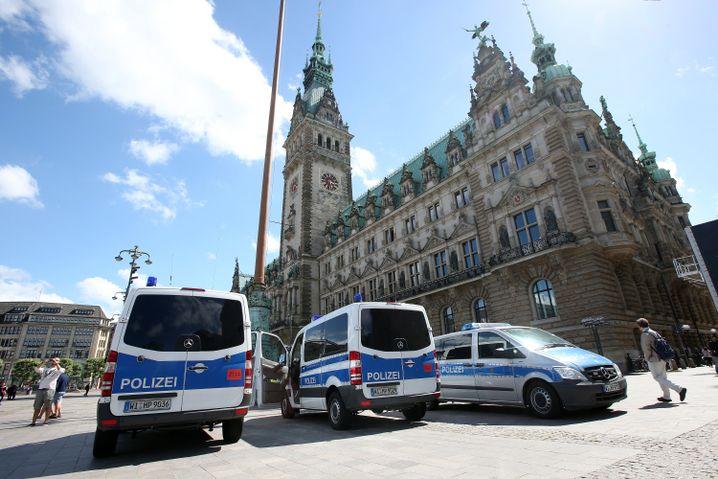 Polizei am Hamburger Rathaus
