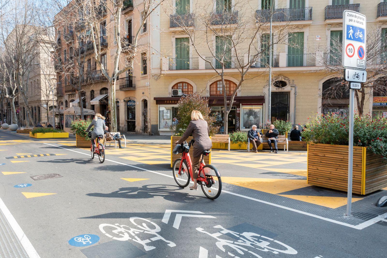 Spanien, Katalonien, Barcelona, Superblock Projekt, Stadtteil Sant Antoni. Verkehrsberuhigte Strasse Parlament. Die Strasse ist Teil des Superblock Projekts des Sadtteils Sant Antoni.