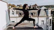 Selbst Yoga-Unterricht geht aus dem Homeoffice