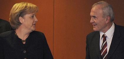 Kanzlerin Merkel, Wirtschaftsexperte Issing: Blitzvorschläge für den Gipfel