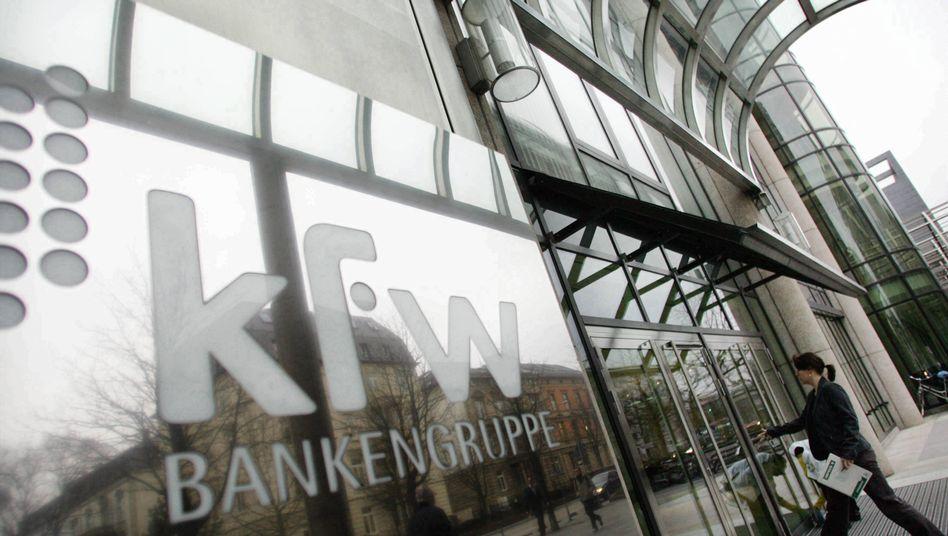 """Sitz der KfW-Bankengruppe: """"Deutschlands dümmste Bank"""" (""""Bild""""-Zeitung) bekommt Geld von Lehman zurück."""