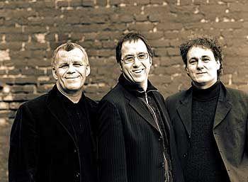 Keine Musiklehrer: Geschäftsführer Hubert Wandjo (links), Studiengangsleiter Dirk Metzger (Mitte) und Gesamtleiter Udo Dahmen