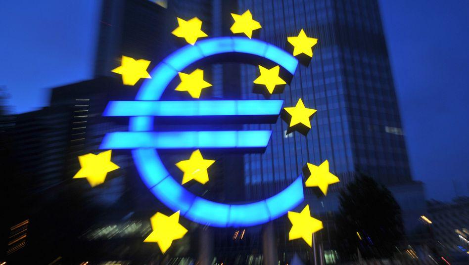 Euro-Symbol: Nachlassende Wettbewerbsfähigkeit und Schuldenmisere