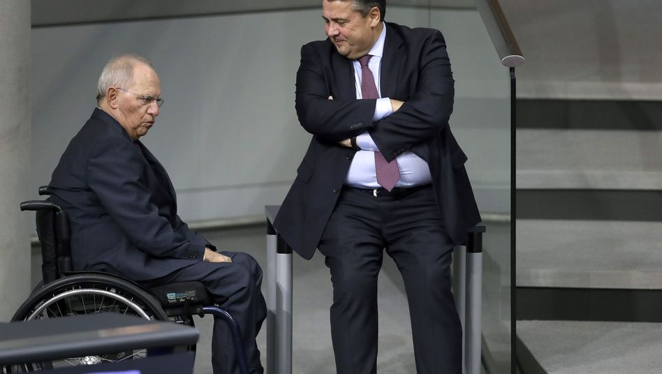 """Finanzminister Schäuble (l.), Außenminister Gabriel: """"Die Politik der roten Linien muss ein Ende haben"""""""