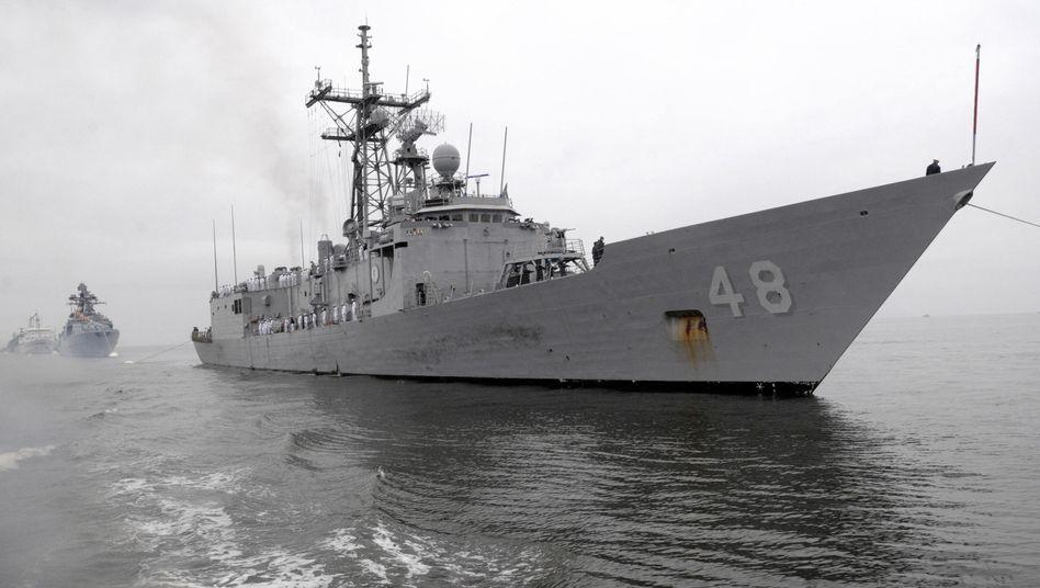"""Fregatte U.S.S. """"Vandegrift"""": Kriegsschiff soll havarierte Seglerfamilie aufnehmen"""