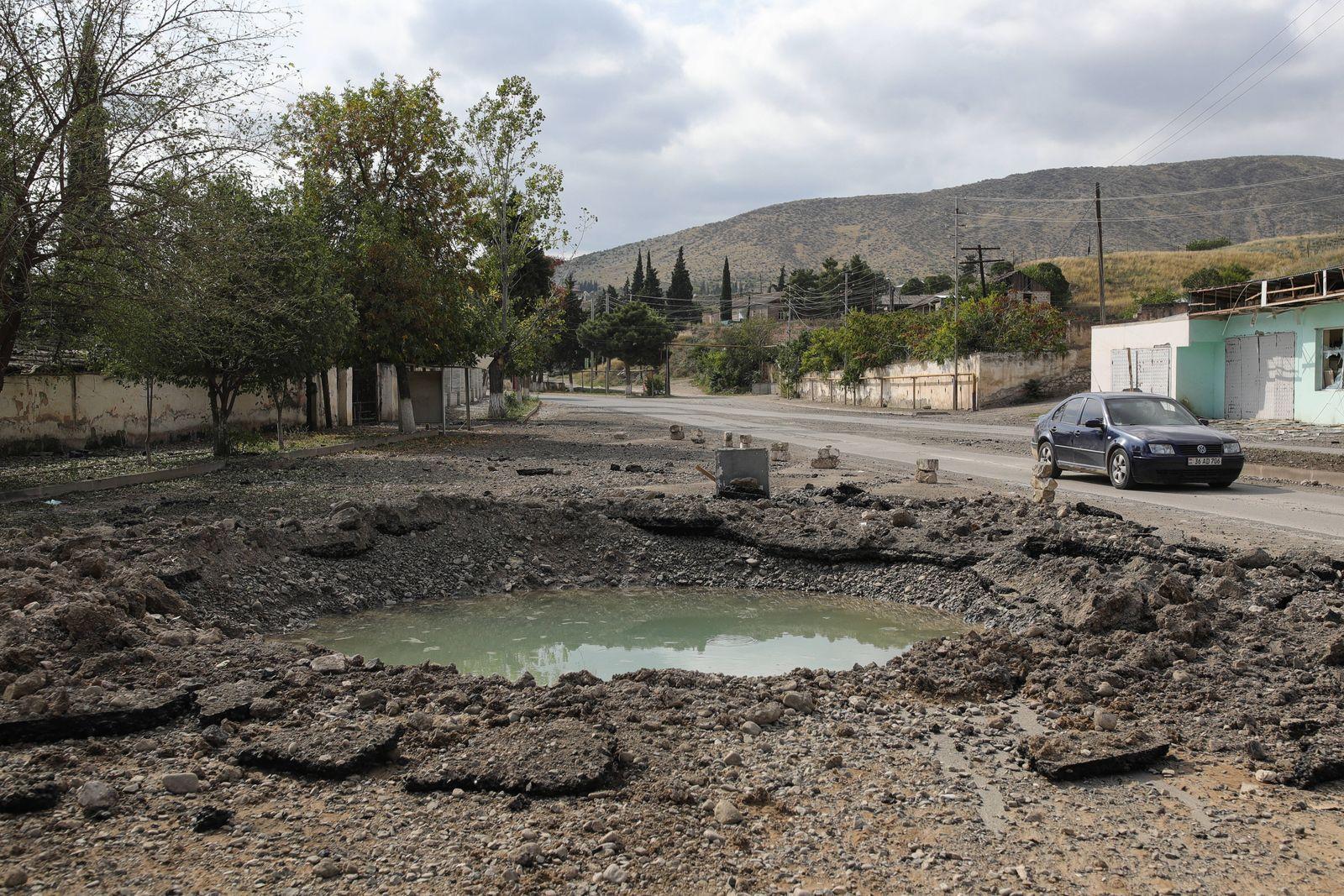Bergkarabach, Kämpfe in der von Armenien und Aserbaidschan umstrittenen Region NAGORNO-KARABAKH - OCTOBER 2, 2020: A sh