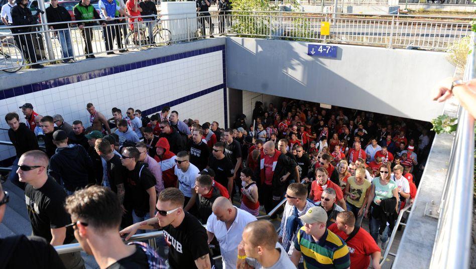 Fußballfans: Rund 100.000 reisen jedes Wochenende per Bahn