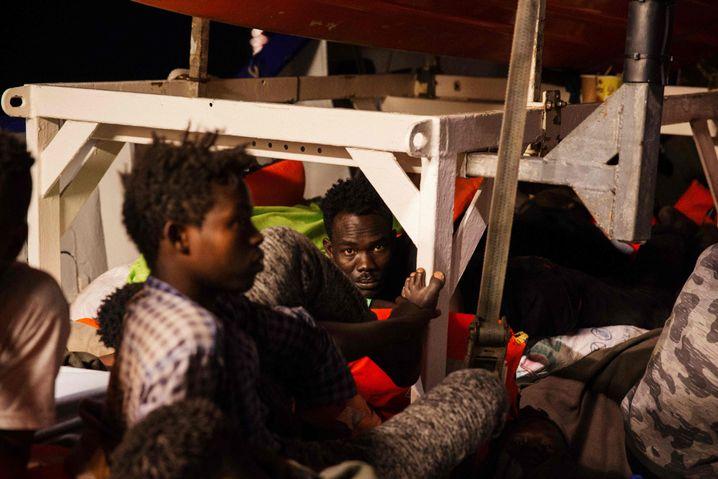 """Flüchtlinge auf der """"Lifeline"""""""