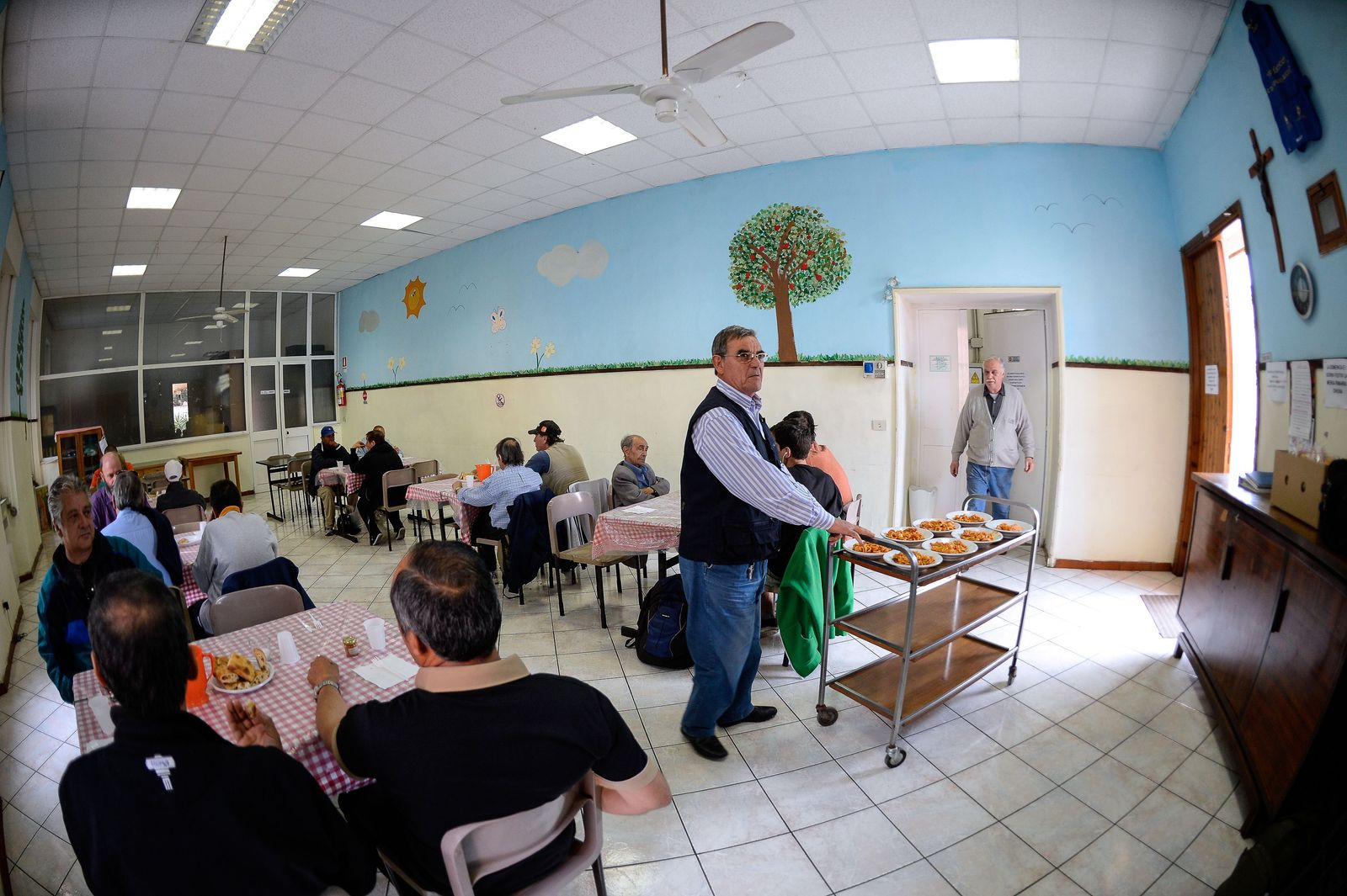 Suppenküche ITALY-CRISIS-CATERING-DISTRIBUTION-SOCIAL-POVERTY-SOLIDARITY