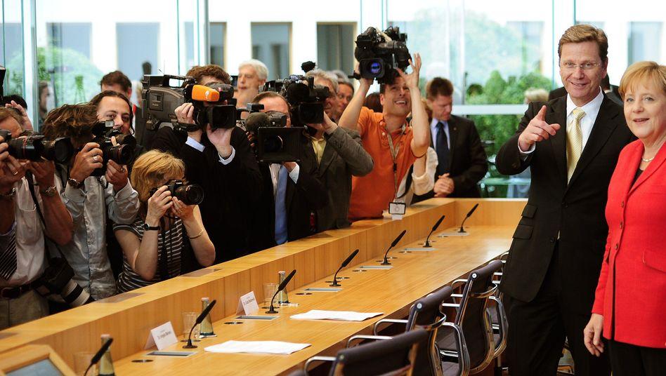 Merkel, Westerwelle: Keine Benachteiligung des Großteils der Arbeitnehmer - erst mal