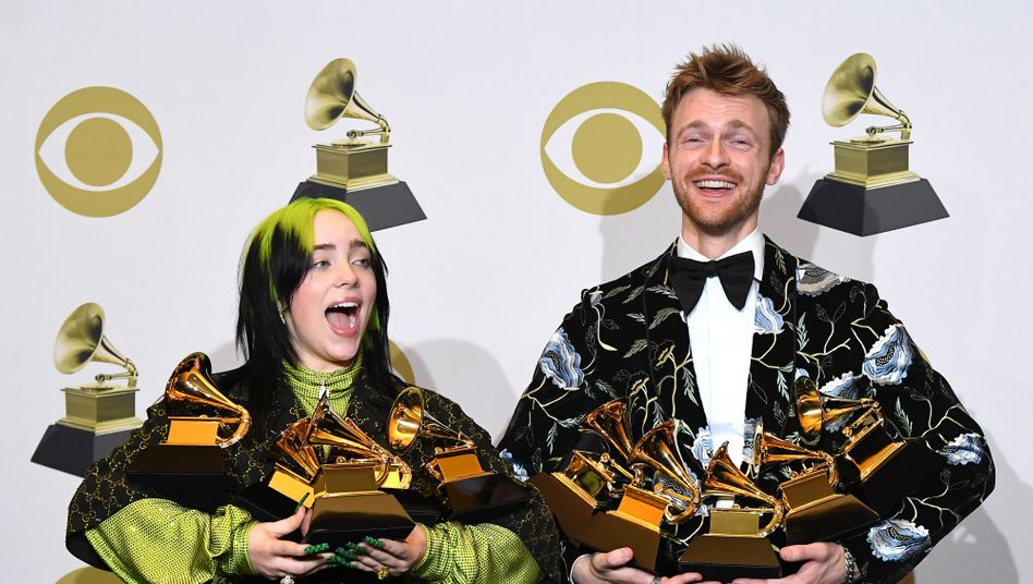 "Sängerin Billie Eilish, Bruder Finneas bei der Grammy-Verleihung im Januar: Für ihr Album ""When We All Fall Asleep, Where Do We Go?"" gewannen die Geschwister fünf Preise"