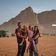 Eine Familie geht in die Wüste