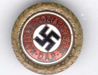 Goldenes Parteiabzeichen der NSDAP: Die Anstecknadel des Diktators trug die Nummer 1 auf der Rückseite