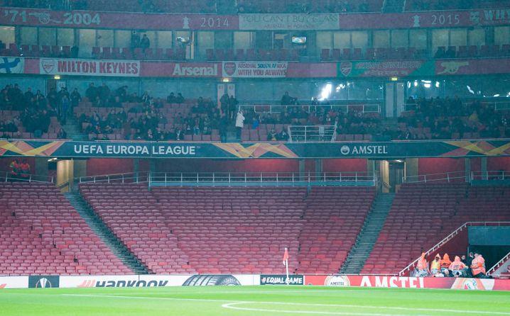 Leere Kurve im Stadion von Arsenal