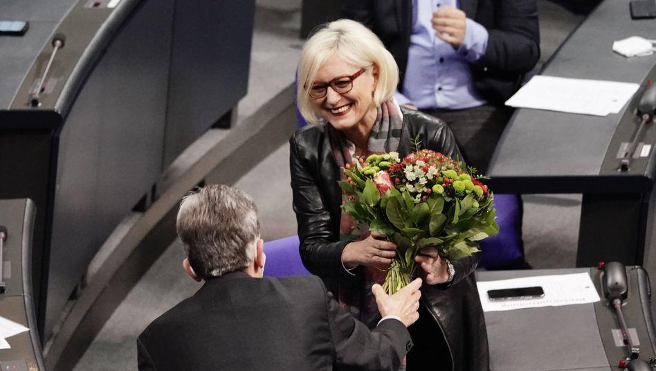 Neue Bundestagsvize Ziegler: Blumen von SPD-Fraktionschef Rolf Mützenich