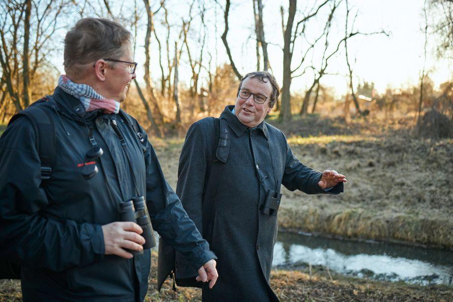 Der Abgeordnete Oliver Krischer ist seit Jahrzehnten Vogelfan. Früher hat er auf seinen Streifzügen deutlich mehr Tiere gehört und gesehen. Laut Nabu ist der Bestand der Feldvögel in Deutschland seit 1980 um gut 40 Prozent gesunken.