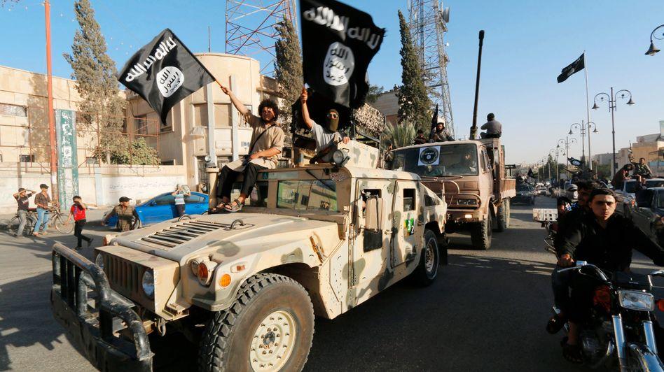 """Kämpfer der Terrorgruppe """"Islamischer Staat"""" in Nordsyrien: Rückkehrer sind oft radikaler als zuvor"""
