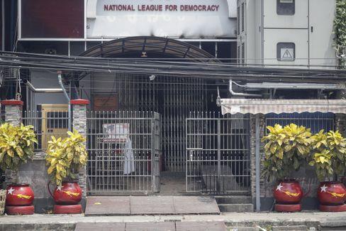 Die beschädigte Parteizentrale in Yangon