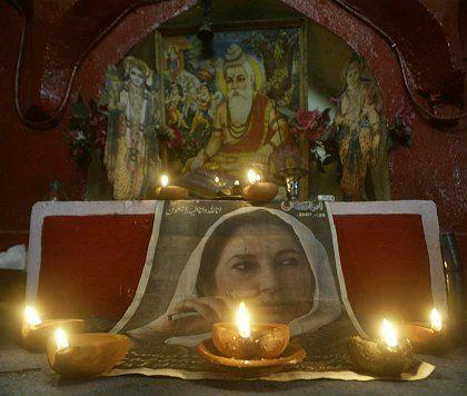 Symbol der Trauer über den Benazir Bhutto: Zwei Verdächtige sollen gestanden haben