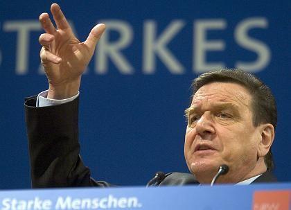 """Schröder in Köln: Stoibers Äußerungen sind ein """"Pfeifen im Keller"""""""