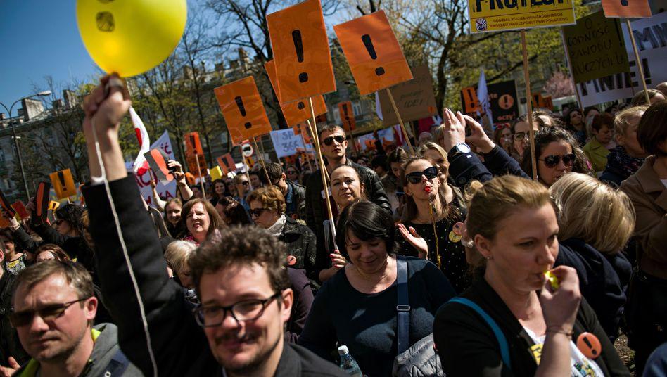 Streikende Lehrer in Warschau: Ohne Nebenjob kommt man kaum über die Runden