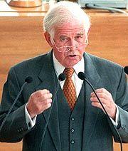 Hat sich bei der jüdischen Bevölkerung für das Verhalten der hessischen CDU entschuldigt: Sachsens Ministerpräsident Kurt Biedenkopf