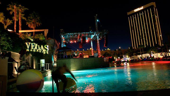 Photo Gallery: Las Vegas Braves the Financial Crisis