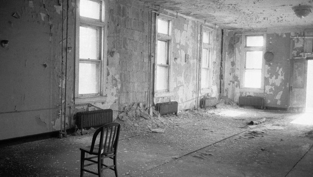 Ellis Island: Warten an der Tür