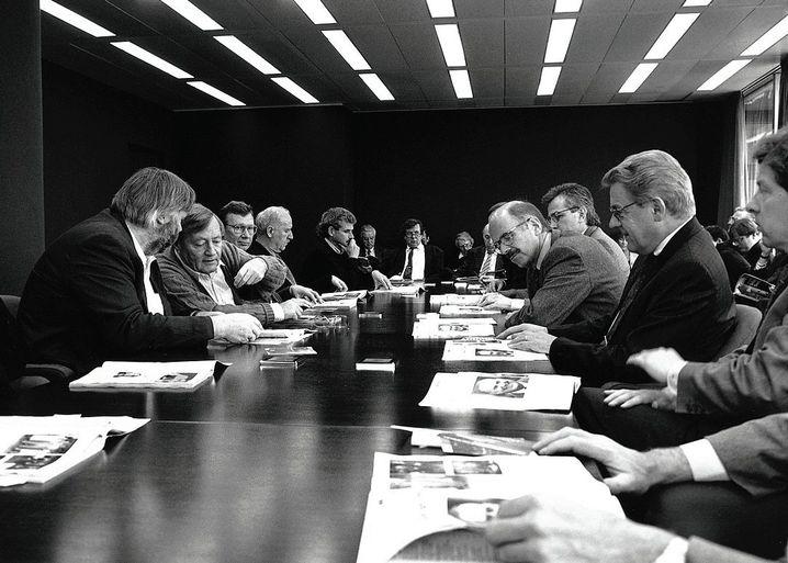 SPIEGEL-Gründer Augstein (2.v.l.) in der Großen Konferenz 1991