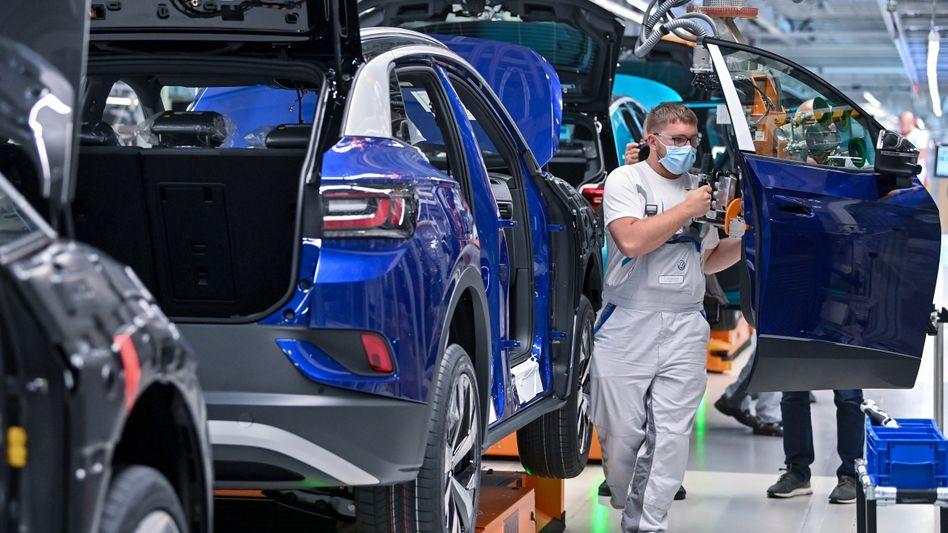 Von wegen runtergefahren: Die Bänder der Autohersteller laufen